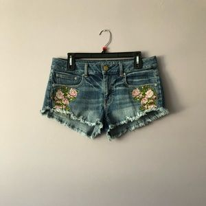 ♥️ American Eagle Embroidered Cutoff Shorts